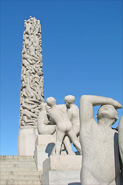 File:Le monolithe et les groupes sculptés de Gustav Vigeland (4846996133).jpg