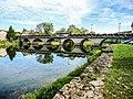 Le pont routier, anciennement à péage, sur le Doubs.jpg