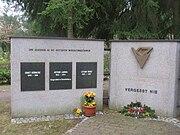 Ludwigsfelde Friedhof Gedenkstein Widerstandskämpfer