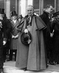 Luigi Maglione 1927.jpg