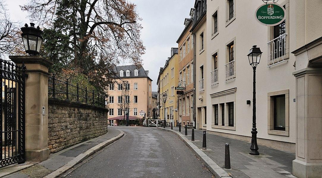 Luxembourg City: rue de l'Eau, towards îlot du Rost.