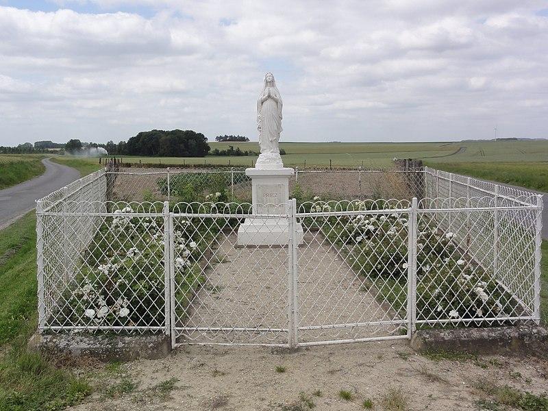 Mâchecourt (Aisne) statue de la Vierge
