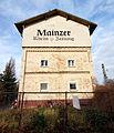 Mainz-Kastel- westlich der Taunus-Eisenbahn- Wohnhaus- Werbung für die Mainzer Rhein-Zeitung 3.1.2014.jpg