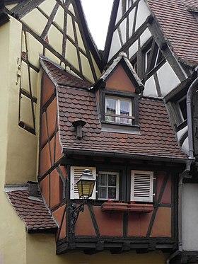 Maison de la bo te mouches wikimonde for Attrape mouches maison