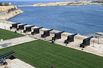 Saluting Battery (Valletta) - Image: Malta Valletta Pjazza Kastilja Upper Barrakka Gardens Saluting Battery 01 ies