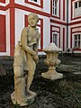 Mariánská Týnice, socha dívky ze Chříče.jpg