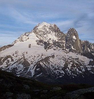 Aiguille Verte - Image: Massifdu Mont Blanc Aig Verte les Drus depuis Aig Rouges Juillet 2004