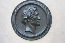 Medaillon auf Rietschels Grab, Trinitatis Friedhof in Dresden (Quelle: Wikimedia)