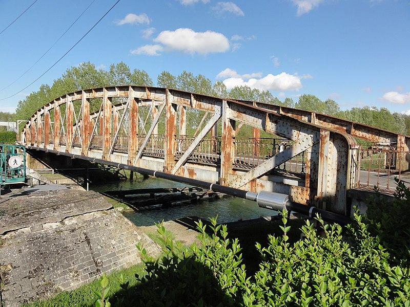Mennessis (Aisne) Canal de Saint-Quentin, pont