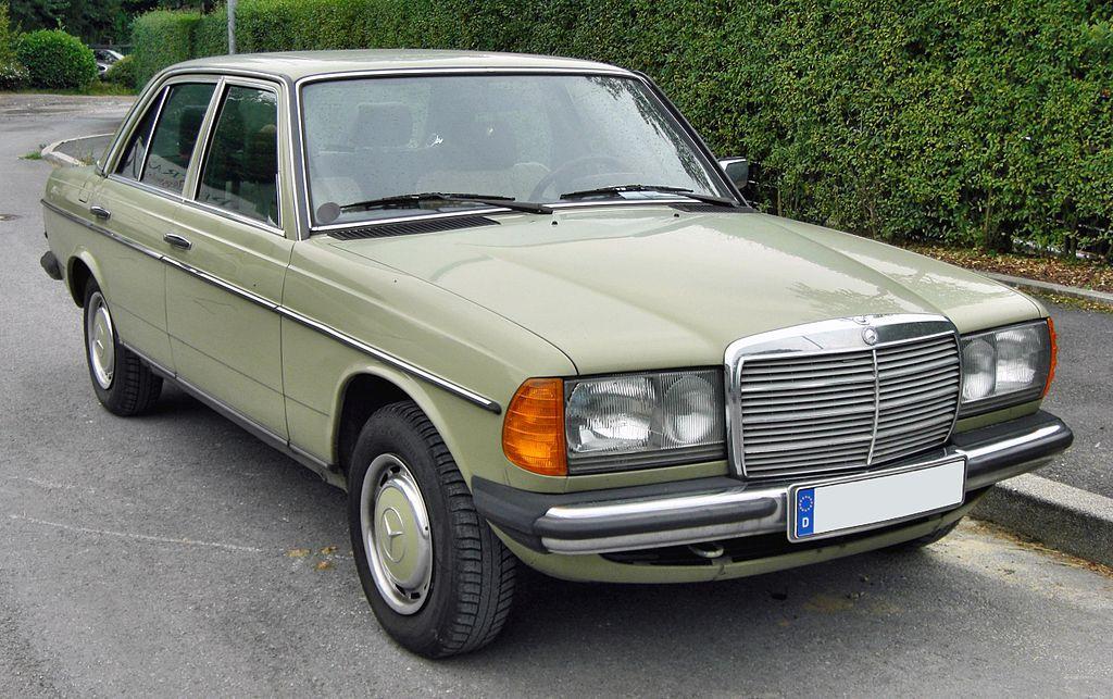 1024px-Mercedes_200_%28W123%29_20090812_front.JPG