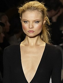 Mihael Kors Fall-Winter 2010 217 (cropped).jpg