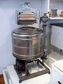 Electric wringer mangle washing machine 1930