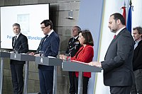 https://upload.wikimedia.org/wikipedia/commons/thumb/6/64/Ministros_delegados_Estado_de_Alarma_2020_01.jpg/200px-Ministros_delegados_Estado_de_Alarma_2020_01.jpg