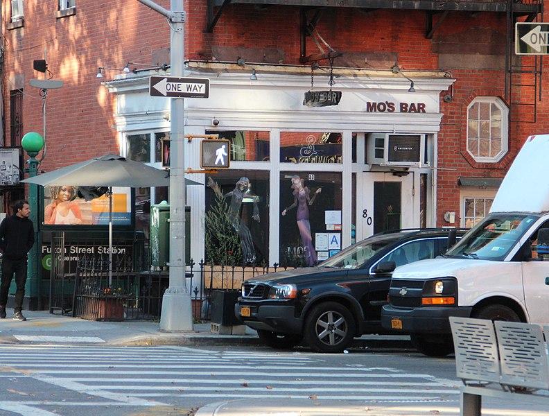 File:Mo's Bar and Lounge, Brooklyn, NYC Oct 2017.jpg