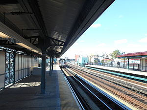 Morrison Avenue–Soundview (IRT Pelham Line) - A R142A 6 train arriving at Morrison Avenue