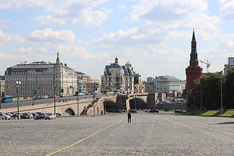 Bolshoy Moskvoretsky Bridge - View from the Vasilievsky Spusk (Basil's Descent) to the Bolshoy Moskvoretsky Bridge. (2011)