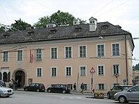 Mozart Wohnhaus - panoramio.jpg