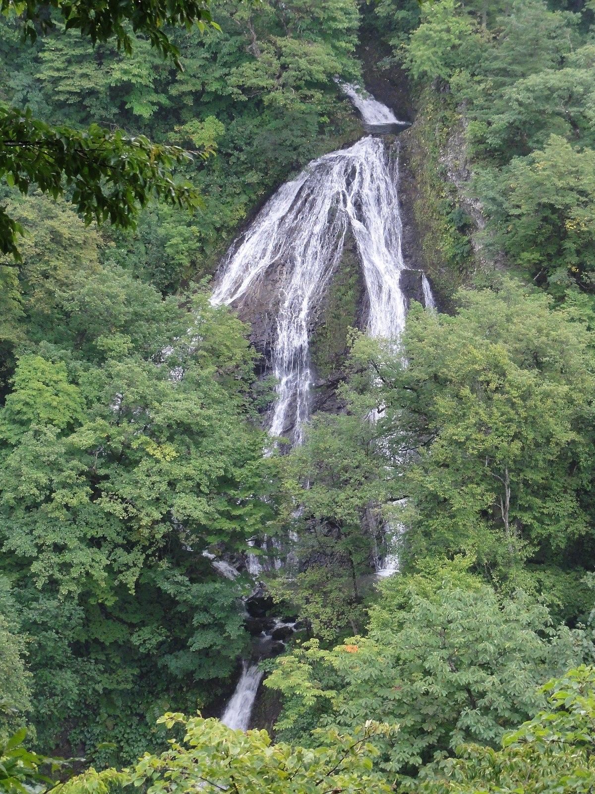 Nanatsu waterfall.JPG