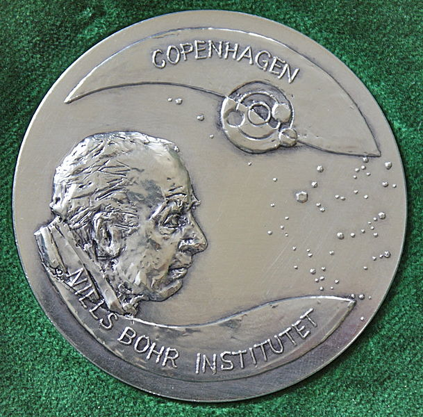 File:Niels Bohr Institute Medal-A.jpg