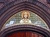 nieuwe calixtuskerk groenlo - versiering boven ingang