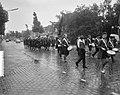 Nieuwe cadetten van het Leger des Heils marcheren over de Amsterdamseweg te Amst, Bestanddeelnr 916-8008.jpg