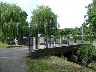 Oak Hill Park (Barnet) - Image: Oak Hill Park bridge, Barnet