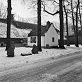 Overzicht van het voormalige bakhuis, staat voor de rechter zijgevel van de boerderij - Baarn - 20027205 - RCE.jpg