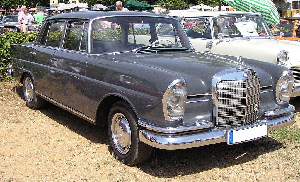 Toutemimi, la WattPink - Page 3 1024px-P060_Mercedes-Benz_220_W111