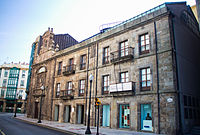 Palacio de Jove Huergo y Capilla de la Trinidad.jpg