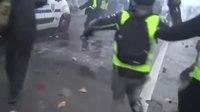 File:Paris 01-12-2018 Les gilets jaune contre-attaque.webm