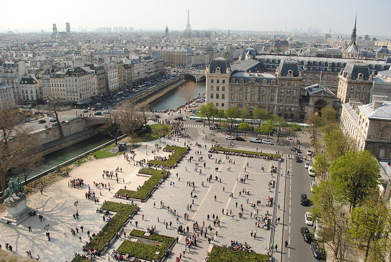 Tiedosto:Parvis Notre-Dame - Place Jean-Paul II. March 25, 2012.jpg