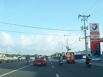 Andrews Avenue - Andrews Avenue in Newport City area looking north, prior to the construction of the elevated NAIA Expressway, 2011