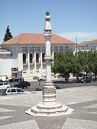 Pelourinho de Estremoz - Praça Luís de Camões.jpg