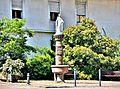 Petite fontaine, avec Vierge et colonne sculptée, datée de 1861, à Masevaux.jpg