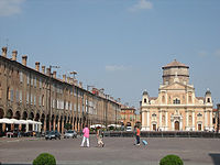 Piazza dei Martiri (Carpi).JPG