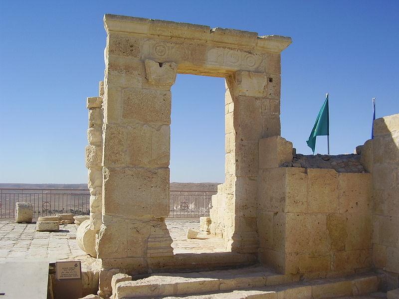 שער הכניסה למקדש הנבטי בעבדת