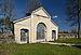 Pilistvere kirikuaia piirdemüür väravaehitisega.jpg