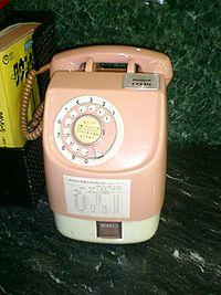 ピンクの公衆電話が登場