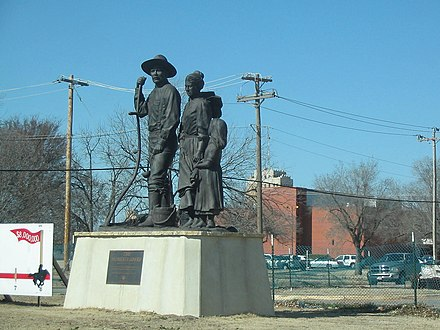 The Pioneer Family Statue by local artist, Harold Holden, outside the Cherokee Strip Regional Heritage Center. Pioneerfamilystatue.jpg