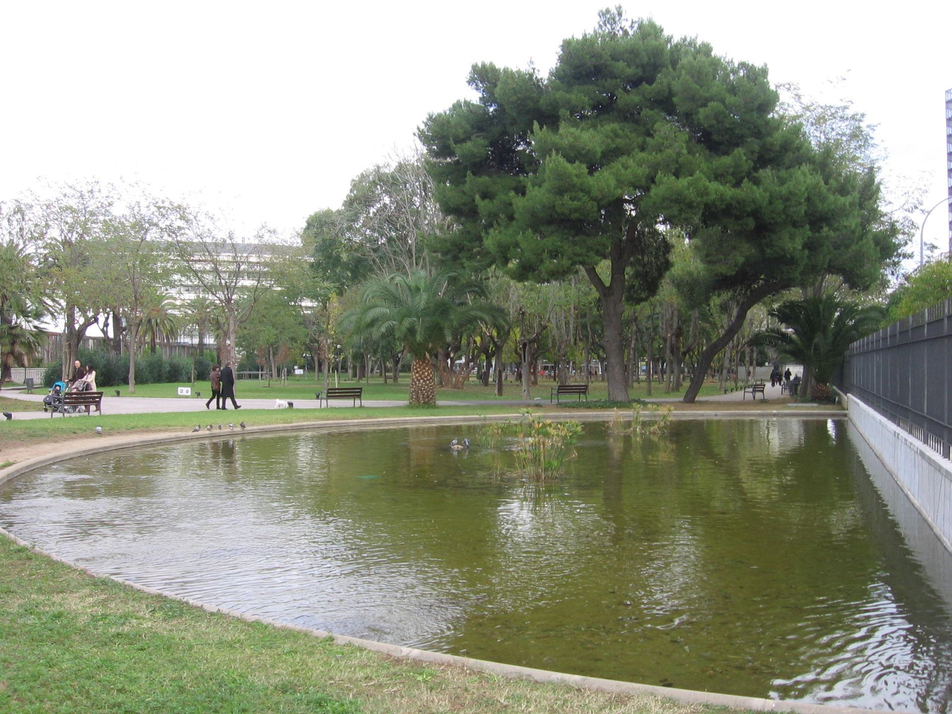 Jardines de piscinas y deportes wikipedia la for Jardines con piscina