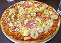 Pizza Hawaii Special på Pizzeria Papillon i Sala 1343.jpg