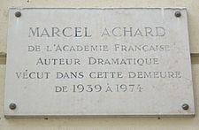 Plaque Marcel Achard, 8 rue de Courty, Paris 7.jpg