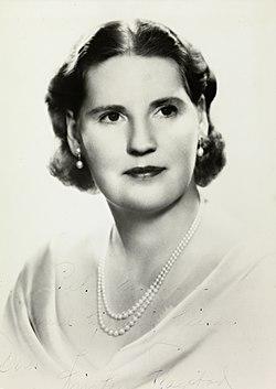 Portrett av Kirsten Flagstad, ca 1940-45 (cropped).jpg