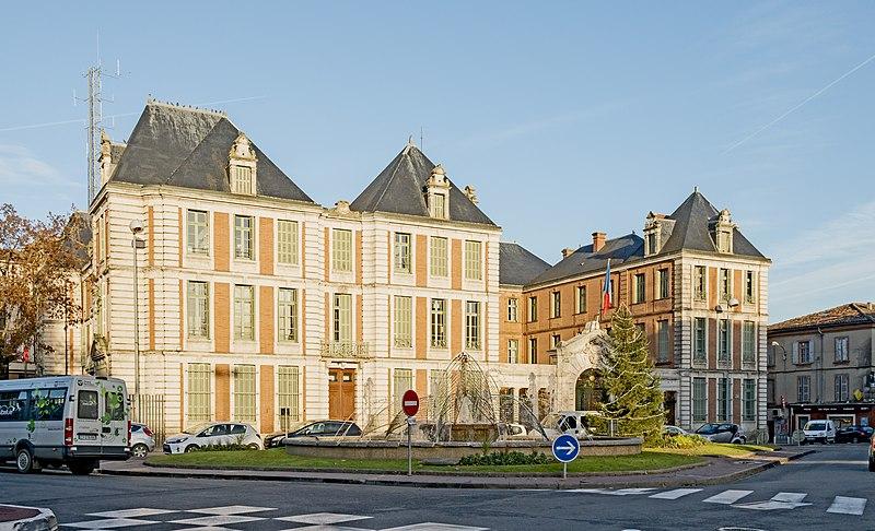 File:Préfecture du Tarn-et-Garonne (Montauban).jpg - Префектура Монтобана