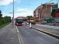 Průběžná, rekonstrukce TT, zastávka Na Hroudě, autobus.jpg
