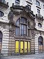 Praha hlavní nádraží, Fantova budova, portál severního křídla.jpg
