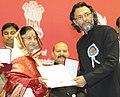 Pratibha Devisingh Patil presenting the Nargis Dutt Award to Shri Rakeysh Om Prakash Mehra for the Best Film on National Integration (Delhi 6), at the 57th National Film Awards function, in New Delhi on October 22, 2010.jpg