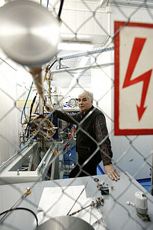 RIAN archive 110291 Kozulin checking the experiment readiness of the supersensitive analyzer.jpg