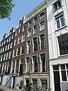 foto van Huis (behorende tot de groep 83 t/m 89). Gevel tweede helft 19e eeuw verbouwd en van een gesneden rechte lijst met consoles voorzien