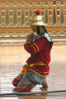 Red tunic gold helmet bangkok.jpg